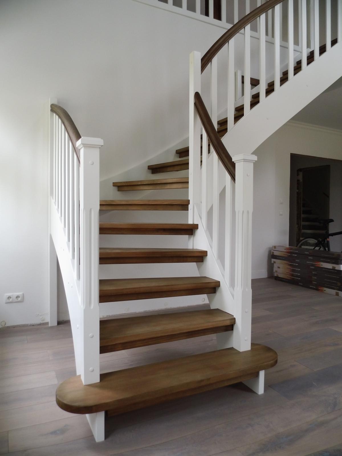 wangentreppen arktic treppenbau gmbh planung herstellung und einbau von holz und stahltreppen. Black Bedroom Furniture Sets. Home Design Ideas